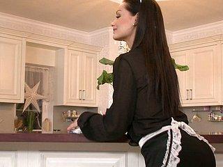 Maid gefickt die Küche