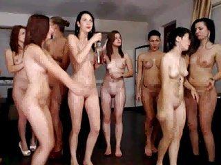 Teens tanzen nackt